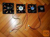 3 računalniški ventilatorji, različnih modelov in velikosti